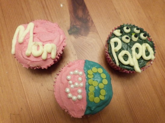 mom and dad cupcakes